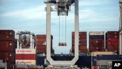 Робота з вантажами у порту міста Саванна, штаті Джорджія