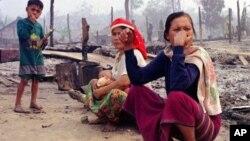 ထုိင္း-ျမန္မာနယ္စပ္မွ ကရင္ဒုကၡသည္မ်ား (၂၃ မတ္ ၁၉၉၈)