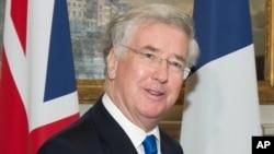 Bộ trưởng Quốc phòng Anh Michael Fallon nói rằng Nga đề ra 'mối nguy thực sự và hiện hữu' cho an ninh của châu Âu