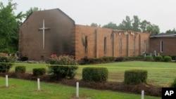 Gereja AME Mount Zion di Greeleyville, S.C., yang rusak dilalap api (1/7). (AP/Bruce Smith)
