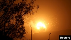 2015年3月30日空袭后也门首都萨那外的大火