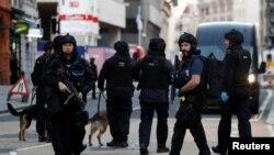Boris Johnson quer pôr fim á prática de liberdade condicional para criminosos violentos