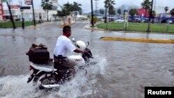 En Acapulco las intensas lluvias provocadas por la ahora tormenta tropical Raymond causaron inundaciones.