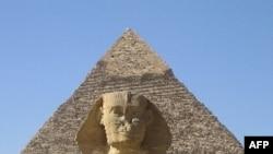 Tượng nhân sư và kim tự tháp của Khafre ở Giza gần thủ đô Cairo