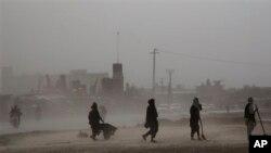 22일 아프가니스탄 칸다하르 지역의 일용직 노동자들. (자료사진)