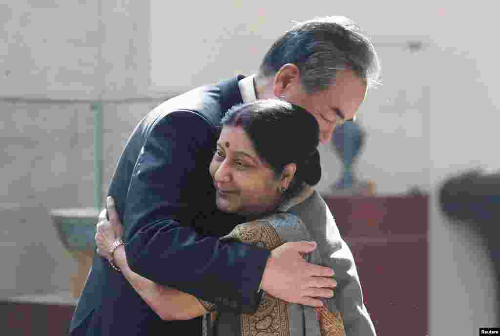 Chinese Foreign Minister Wang Yi (L) hugs his Indian counterpart Sushma Swaraj before the start of their meeting in New Delhi, India.
