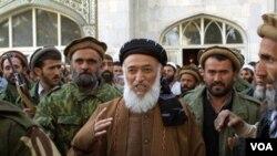 Mantan Presiden Afghanistan, Burhanuddin Rabbani (tengah) tewas di rumahnya akibat serangan pembom bunuh diri (20/9).