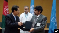 UNEP Regional Director, Young Woo Park, and Deputy minister for Customs and Revenue under Afghanistan's Ministry of Finance, Sa'id Mubin Shah