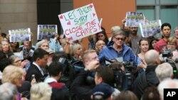Những người biểu tình chống lệnh trục xuất người tị nạn tại Sydney, Australia, ngày 04 tháng 02 năm 2016.