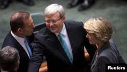 Australian Prime Minister Kevin Rudd (C) greets members of the Opposition including Opposition Leader Tony Abbott (L) and Deputy Leader Julie Bishop before Parliament starts at the Parliament House in Canberra, June 27, 2013.