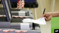"""El jefe de campaña de Hillary Clinton, John Podesta, emitió un comunicado en el que dice que la carta de los electores """"toca muy graves preocupaciones"""" sobre la elección."""