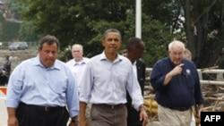 Tổng thống Barack Obama đi thăm thành phố Paterson, bang New Jersey sau bão Irene, ngày 4 tháng 9, 2011