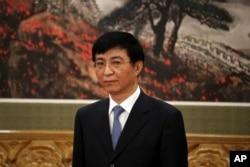 中共十九届政治局常委王沪宁在人民大会堂的媒体见面会上(2017年12月25日)。王沪宁兼中央书记处排名第一的书记,有人称作中央书记处常务书记,也掌管意识形态工作
