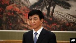中共十九届政治局常委王沪宁在人民大会堂的媒体见面会上(2017年12月25日)。