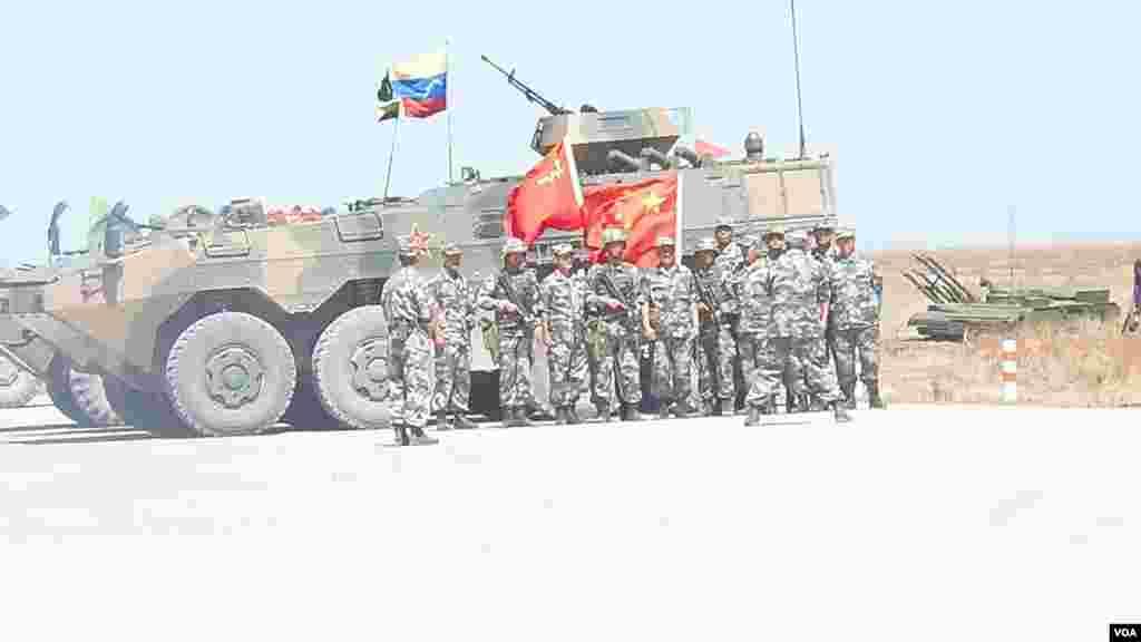 参加防空部队比赛的中国军队。