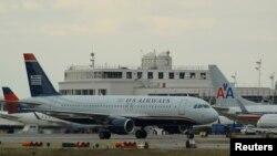 Phi cơ của US Airways và American Airlines trong phi trường Reagan ở thủ đô Washington