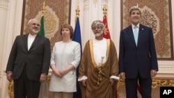 9일 열린 이란 핵 협상에 참가한 존 케리 미 국무장관(오른쪽부터), 유세프 빈 알라위 오만 외무장관, 캐서린 애슈턴 유럽연합 외교안보 고위대표, 무함마드 자바드 자리프 이란 외무장관.