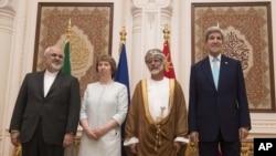 Iranski ministar inostranih poslova Džavad Zarif, savetnica EU Ketrin Ešton, omanski ministar inostranih poslova Jusuf bin Alavi i američki državni sekretar Džon Keri. Oman, 9. novembar, 2014.
