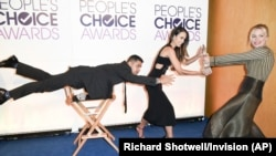 "Wilmer Valderrama, from left, Jordana Brewster and Piper Perabo pose for a ""Mannequin Challenge"" video at the People's Choice Awards 2017 nominations press conference on Tuesday, Nov. 15, 2016, in Beverly Hills, Calif."