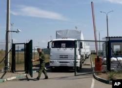 Rusya'nın Ukrayna hükümetinin iznini almadan gönderdiği kamyonlar