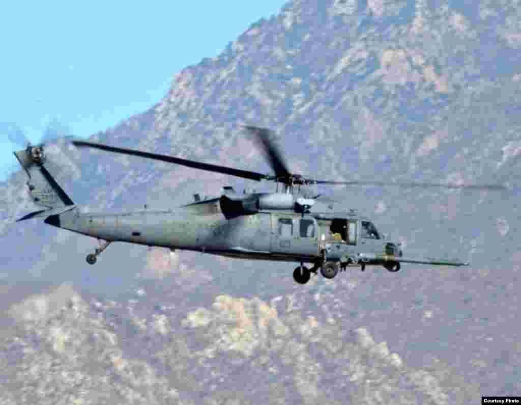 直升飞机从墨西哥启程(美国空军提供)