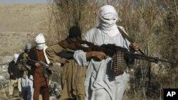 무장한 탈레반 군인들