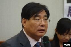 台湾关怀中国人权联盟理事长杨宪宏 (美国之音张佩芝拍摄)