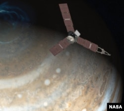 Juno will analyze Jupiter's northern lights as it flies over its polar regions. (Credit: NASA)