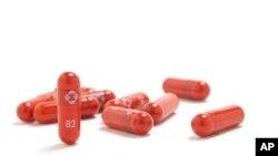 En esta imagen sin fecha proporcionada por Merck & Co., se muestra su nueva medicamento antiviral para el coronavirus. [Foto: Merck & Co., via AP]