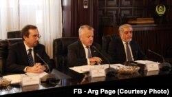 جان سولیوان (در وسط) امروز با رئیس جمهور غنی و سایر مقامات بلندرتبۀ افغان دیدار کرد