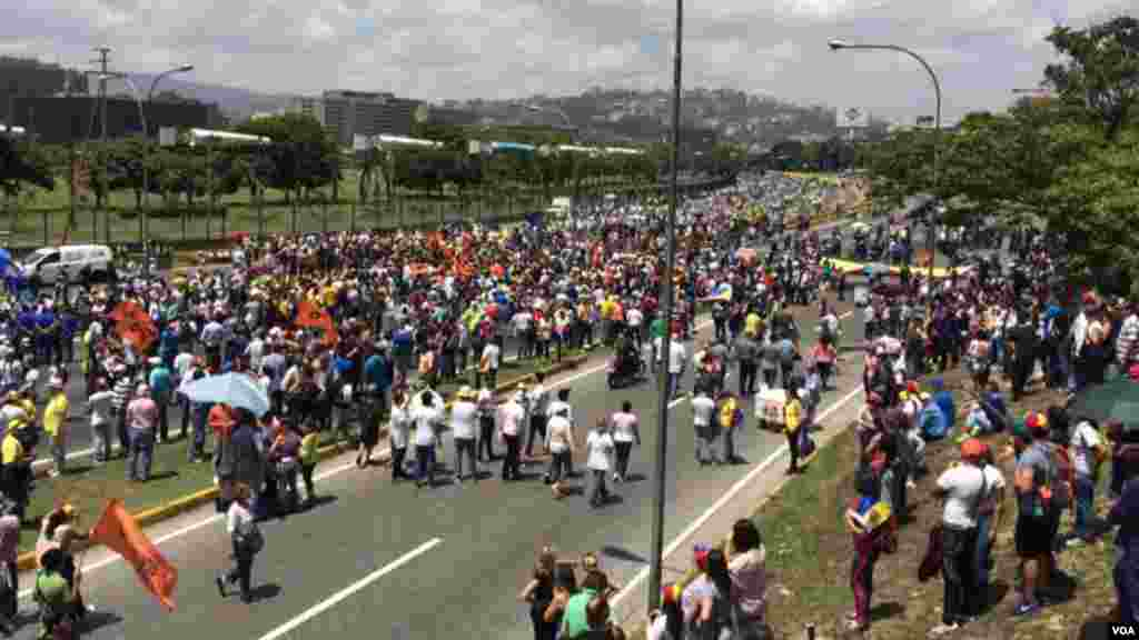 La multitud se reunió en la autopistaFrancisco Fajardo de Caracas.