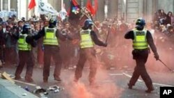 英國早前發生的騷亂事件﹐已經有兩名青年被法庭定罪﹐判處監禁。