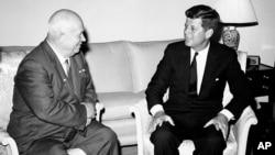 Sovet rahbari Nikita Xrushyov va AQSh prezidenti Jon Kennedi, Vena, 3-iyun, 1961