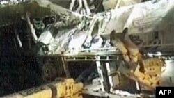Phi hành gia Doug Wheelock làm việc bên ngoài Trạm Không gian Quốc tế trong cuộc đi bộ thứ nhất của hai cuộc đi bộ được dự trù để thay môđun bơm ammonia bị hư, ngày 07 tháng 8, 2010
