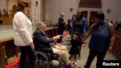 George H. W. Bush yahoze ari perezida wa Reta zunze ubumwe z'Amerika, mu rusengero St. Martin's Episcopal Church i Houston, Texas, Itariki 20/04/2018.