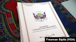 Un document du Conseil des Ministres en RCA avril 2016. (VOA/ Freeman Sipila)