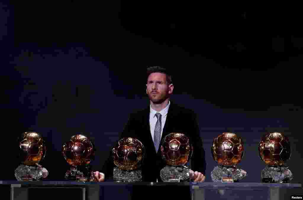 Paris - Barselona oyunçusu Lionel Messi 6 Futbol-The Ballon d'Or mükafatına layıq görülüb