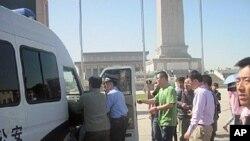 一名参加天安门广场左派活动的人被推上警车