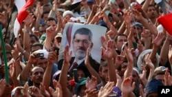 Partidarios del depuesto presidente Mohammed Morsi manifestaron este martes en Ciudad Nasr, en El Cairo.