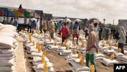 У столиці Сомалі Могадішо іде підготовка до розподілу харчової допомоги