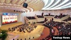 지난달 16일 김정일 국방위원장의 71회 생일(광명성절)에 은하수 음악회가 열린 평양 인민극장. (자료사진)