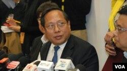 何俊仁星期五宣布將會在六月辭去立法會議員職位,以引發變相公投 (美國之音 湯惠芸攝)