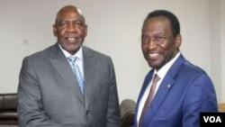 A droite, le président malien par intérim, Dioncounda Traoré, et Cheick Modibo Diarra, le 21 août 2012.