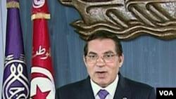 Presiden Tunisia Zine al-Abidine Ben Ali mengumumkan keadaan darurat sebelum melarikan diri ke Arab Saudi.