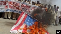 Warga Pakistan di Waziristan memprotes serangan pesawat tanpa awak Amerika. (Foto: Dok)