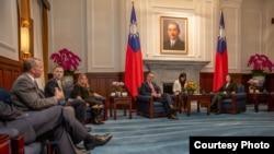 Tư liệu: TT Đài Loan Thái Anh Văn gặp phái đoàn Mỹ sang Đài Loan dự Diễn đàn Doanh nghiệp Quốc phòng Hoa Kỳ-Đài Loan hàng năm, ngày 6/5/2019.