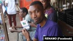 Apoiante da RENAMO em Maputo, Moçambique