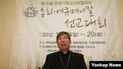 지난해 11월 기자회견장에서 한국기독교교회협의회 회장 김근상 대한성공회 주교. (자료사진)