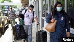 El periodista mexicano Daniel Lizarraga, editor de la publicación de noticias online El Faro, llega al Aeropuerto Internacional de El Salvador luego de ser expulsado por el Gobierno salvadoreño. San Salvador, 8 de julio de 2021.
