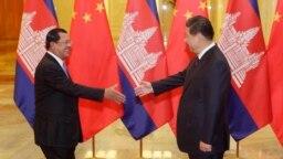 Thủ tướng Hun Sen và Chủ tịch Tập Cận Bình trong một cuộc gặp ở Bắc Kinh.